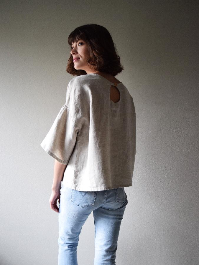Oversized tee w keyhole and gathered sleeve made w medium weight mixed natural - softened.