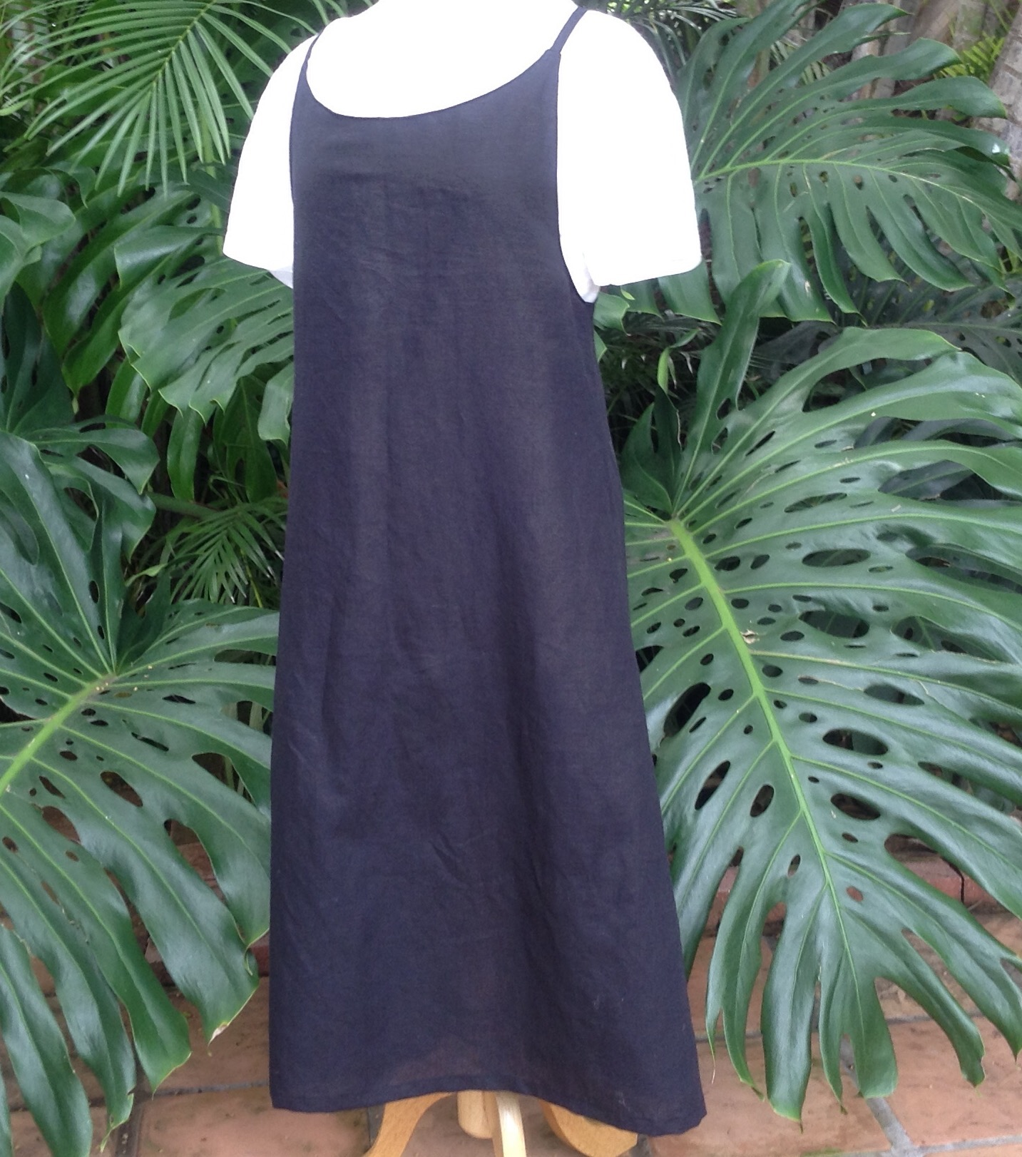 IS003 BLACK Softened -  51% Linen / 49% Cotton Cami-epron...