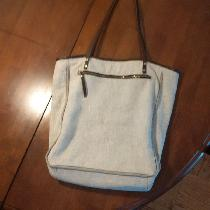 This is roughly based on a tote I loved that was made out of black cotton. I reused the zipper a...