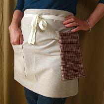 This a classic little apron I made from a natural flax colour linen.  Easy to make and comfortab...